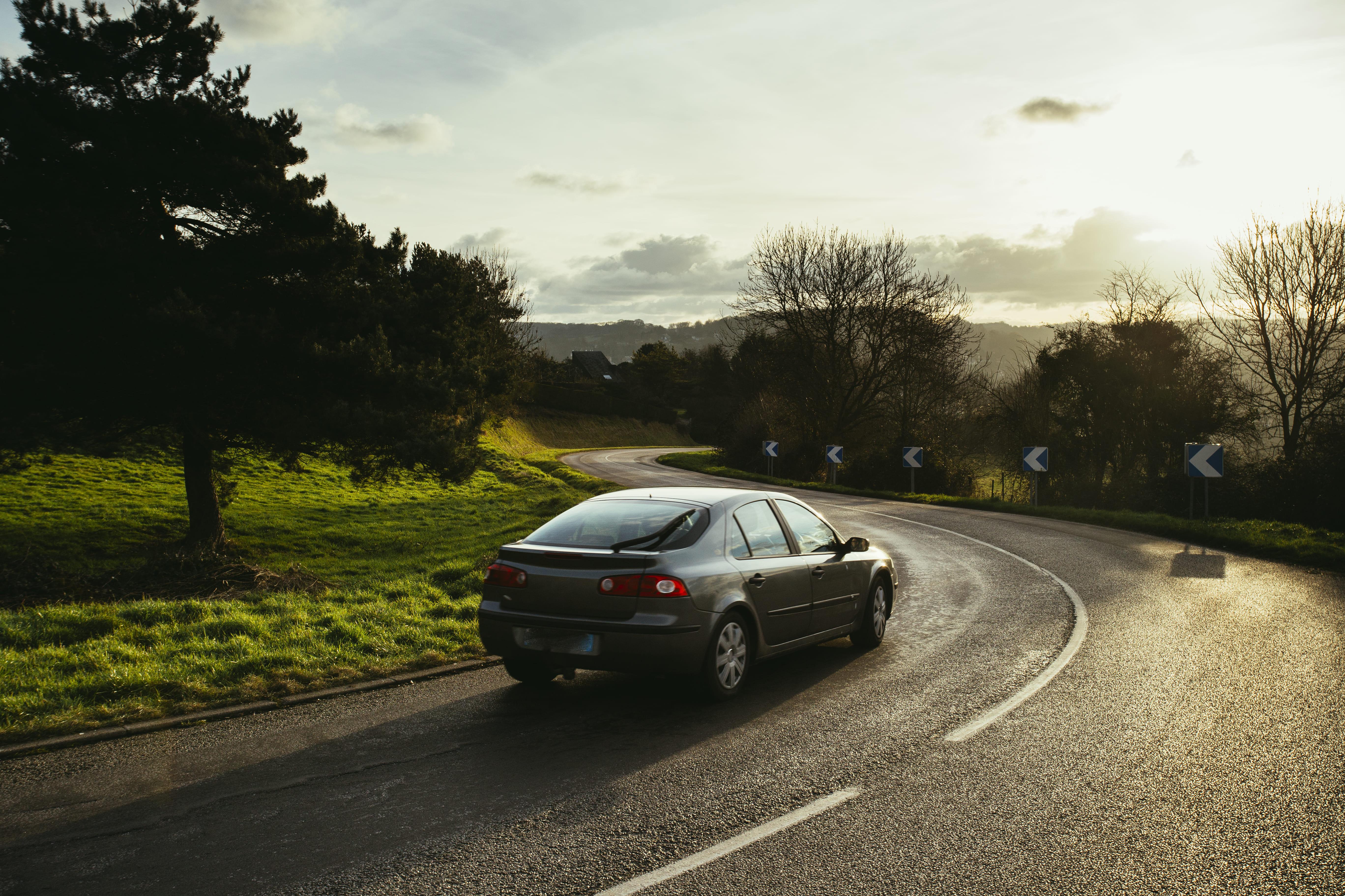 「インサイト」の中古車を自社ローンで購入した方の車両価格相場と口コミ(体験談)