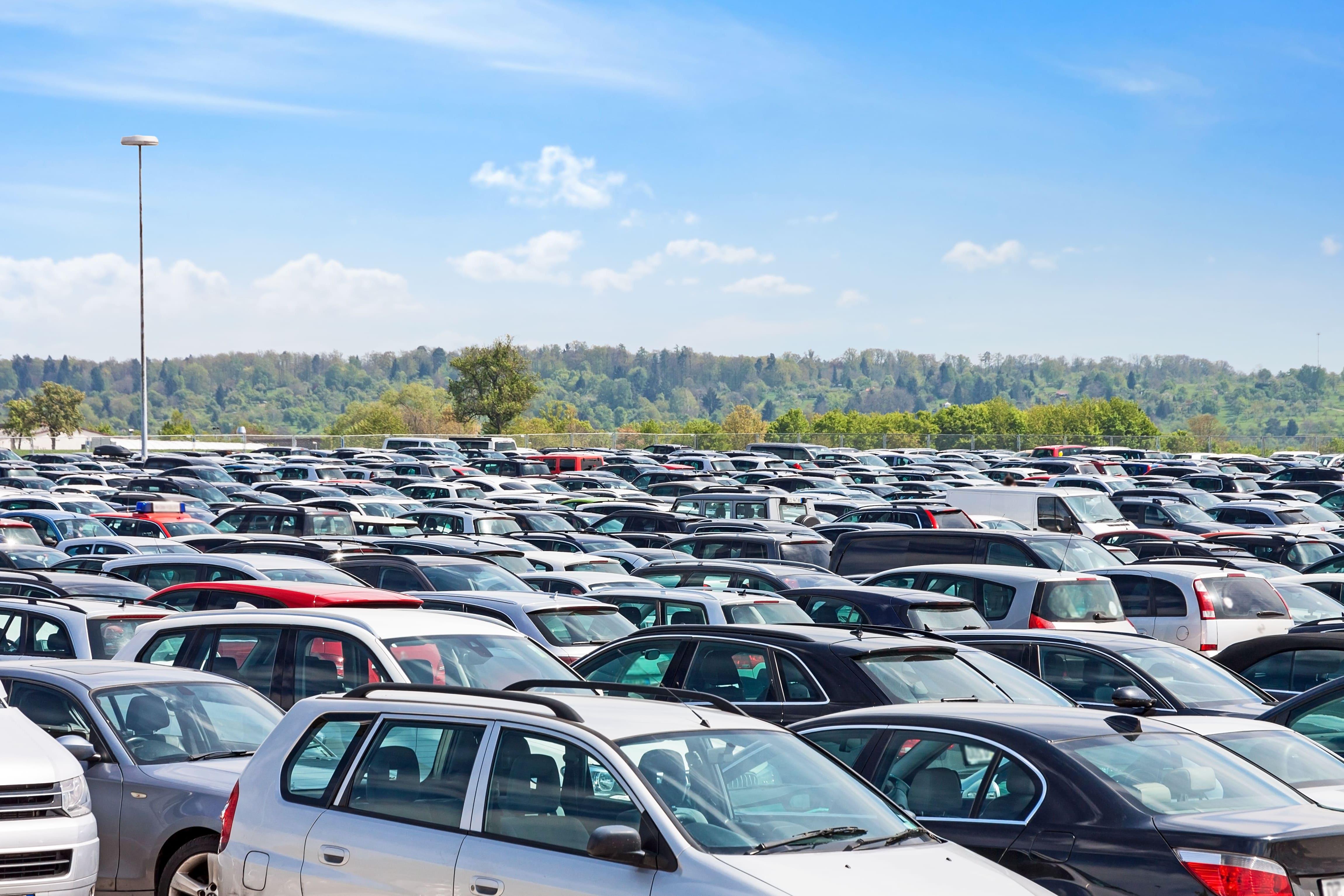 「アイ」の中古車を自社ローンで購入した方の車両価格相場と口コミ(体験談)
