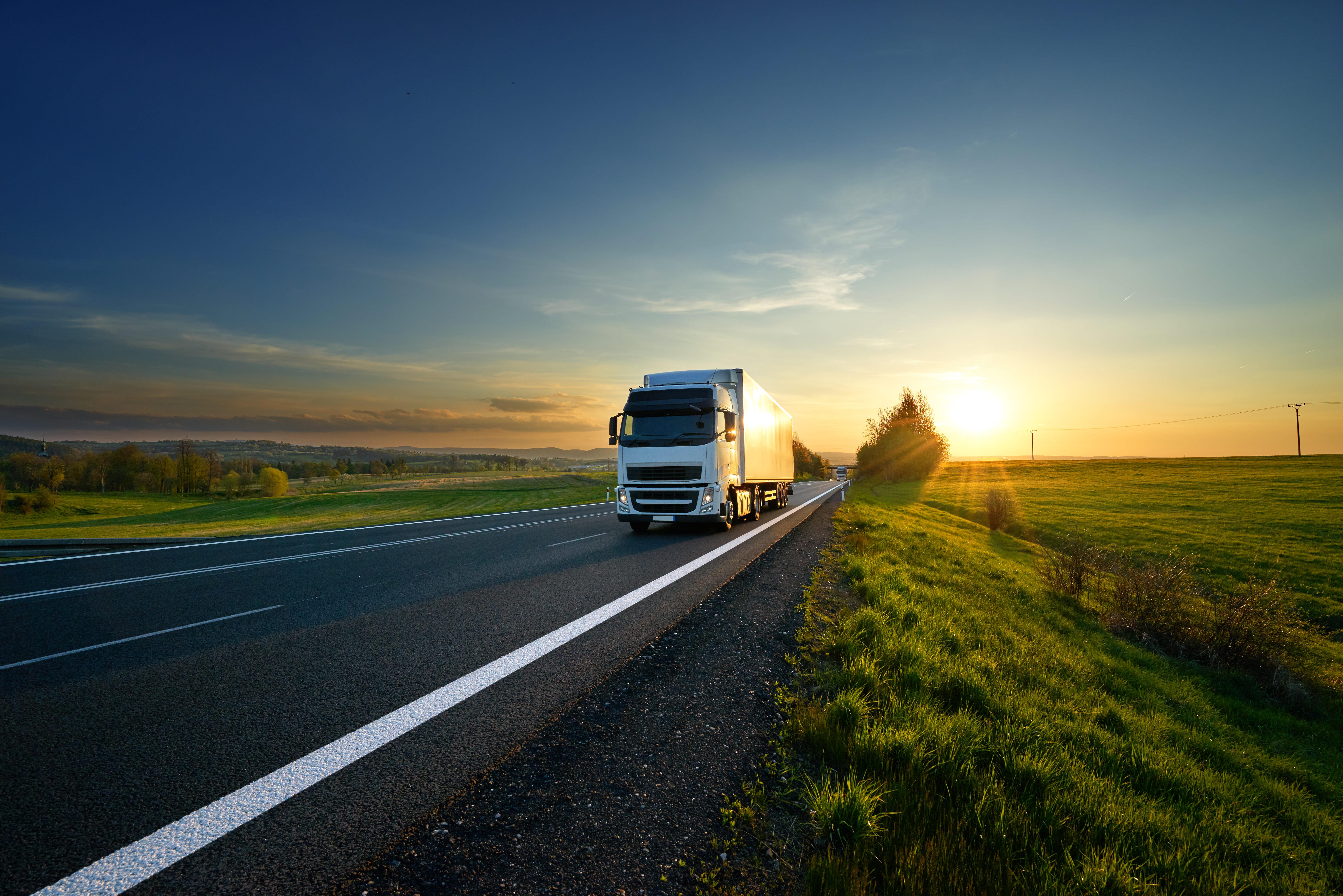 「エルフトラック」の中古車を自社ローンで購入した方の車両価格相場と口コミ(体験談)